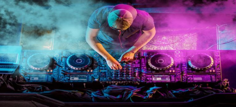 Top 11 Best Online DJ Courses, Classes & Training [Free Guide]