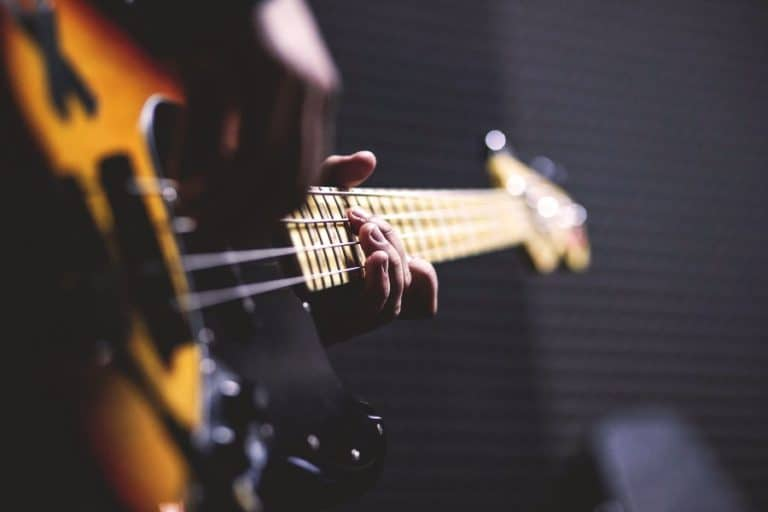 Top 10 Best Free Online Guitar Lessons & Classes