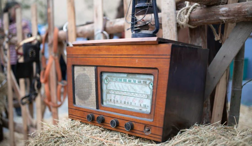 1950's: Radio is widely used to teach
