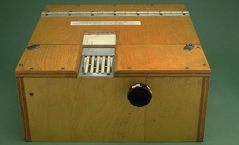 1954: B. F. Skinner builds another teaching machine