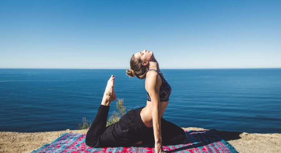 Top 12 Best Online Yoga Courses [Free & Paid]